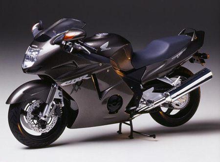 super fast bikes honda cbr 1100 xx. Black Bedroom Furniture Sets. Home Design Ideas