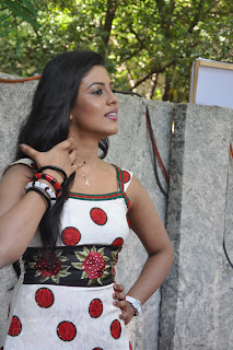 Iniya At Mouna Guru Press Meet %285%29.jpg