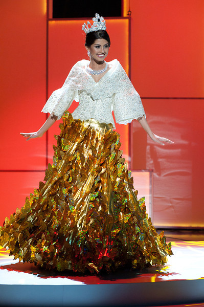 Philippine Costume of Maria Clara http://bluearden.blogspot.com/2011/09/miss-universe-national-costumes-2011.html