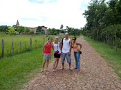 Con mis hermanos y mi prima en Atyra, la ciudad más limpia de Paraguay.