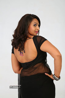 Samvritha-Sunil-Stills-in-Black-Saree