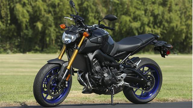 Yamaha FZ9 2014 Photo Gallery | MotoAdvances