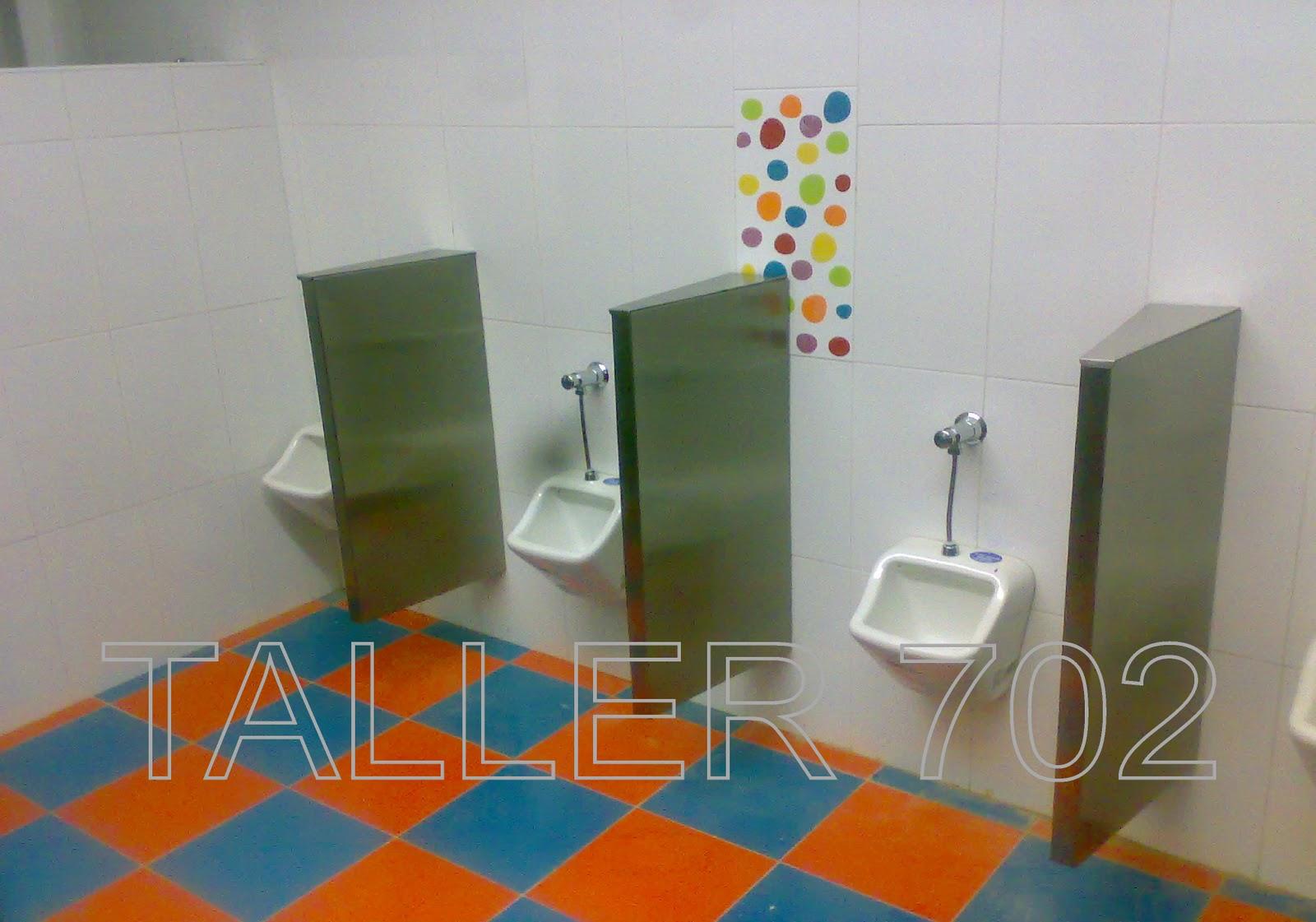 Baño Infantil Corona:Divisiones en acero inoxidable para baño de niños