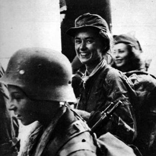 WW2 Warsaw Uprising-female insurgents of Home Army