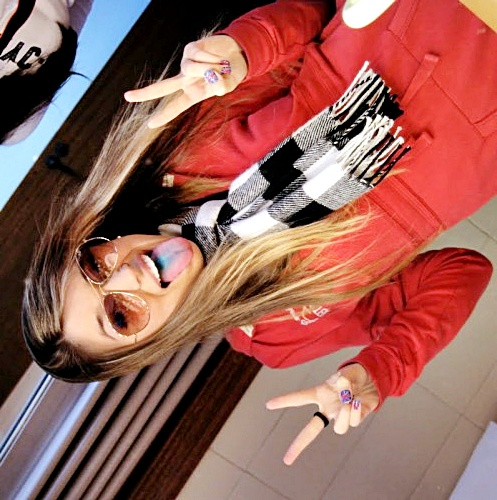 http://2.bp.blogspot.com/-aiW2Rn6t_Qs/To4GU4mcl9I/AAAAAAAAAn8/dNWqgqGPwcw/s1600/Fernanda-Palma-espelho-497x500.jpg