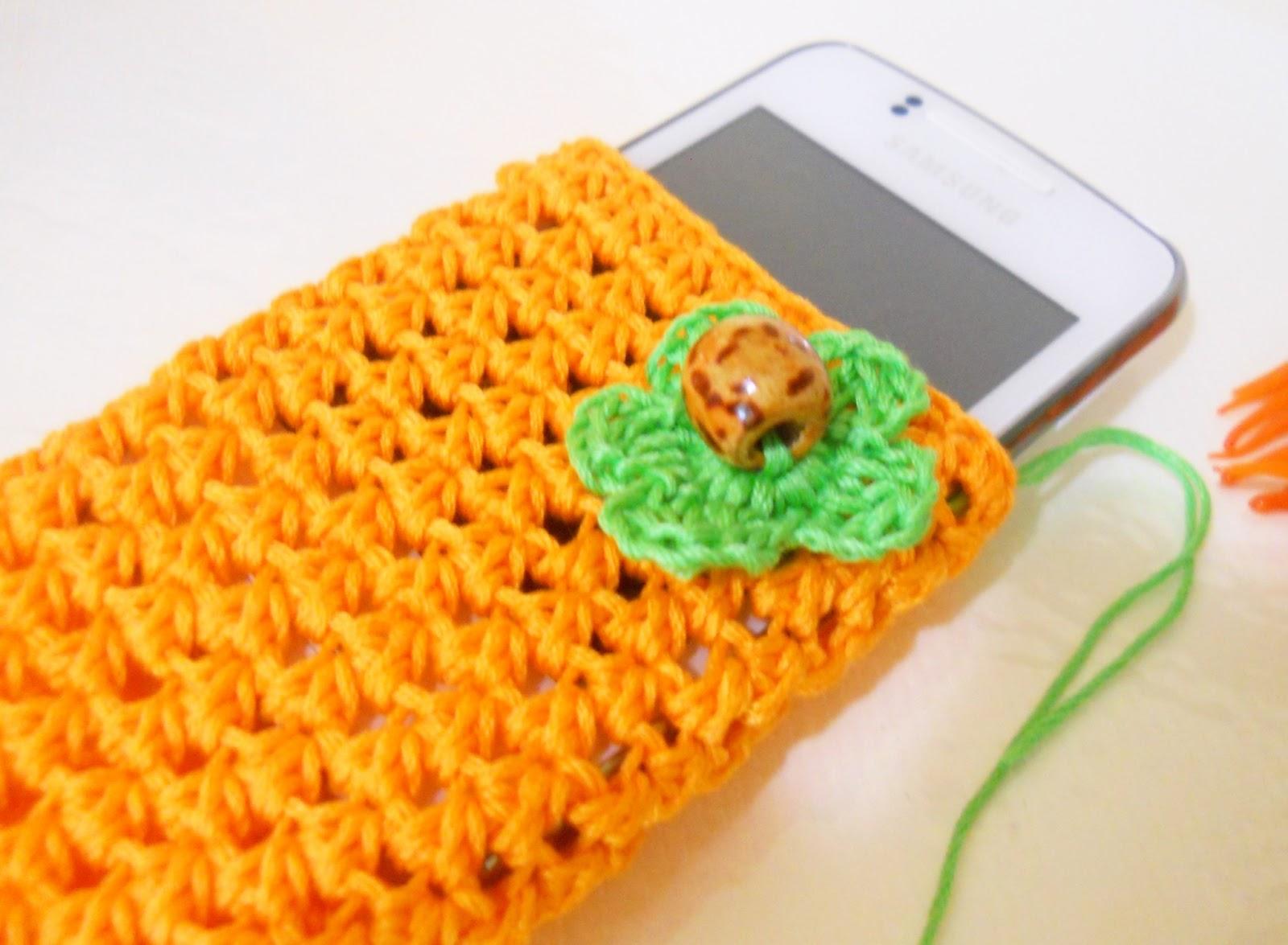 Вязаный чехол для телефона