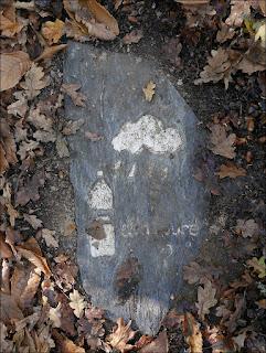 Ardoise gravée sur un chemin de Renac