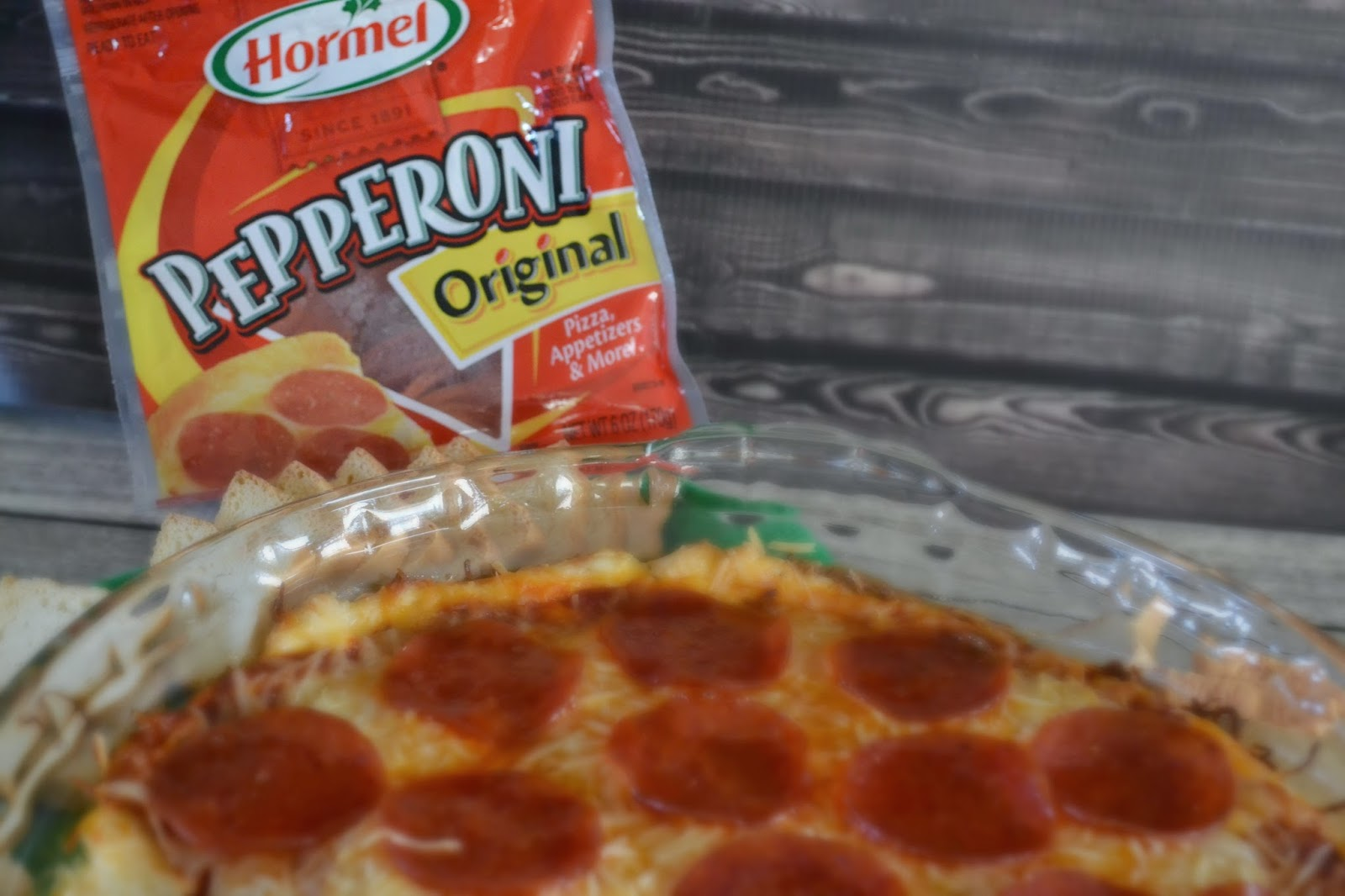 Hormel Pepperoni, Pepperoni Recipe Ideas, Hot Pizza Dip Recipe.  Pepperoni Pizza Dip, Pepperoni Pizza dip recipe, dip recipes to share.