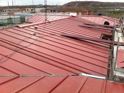 Metal y amianto sustituci n tejado de uralita con amianto for Tejado panel sandwich