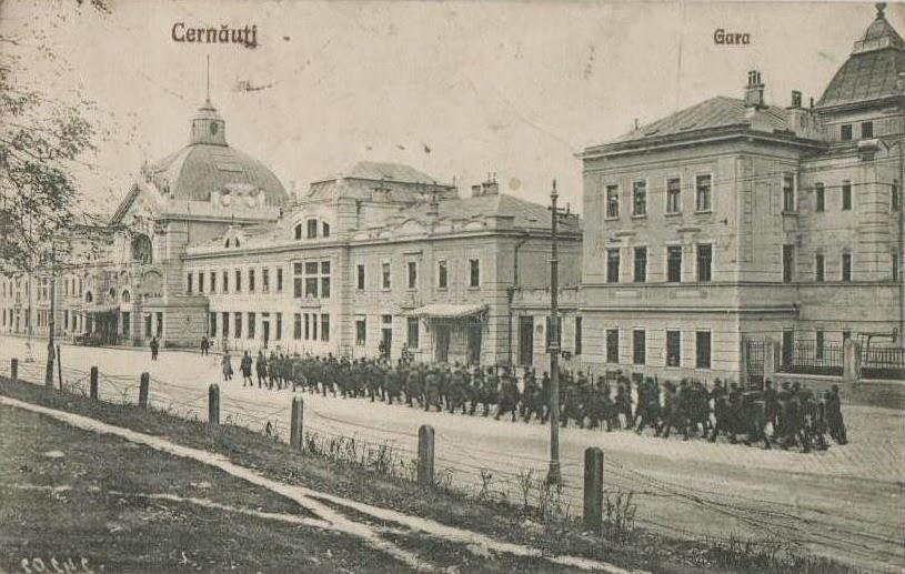 Defilare militara in fata garii din Cernauti