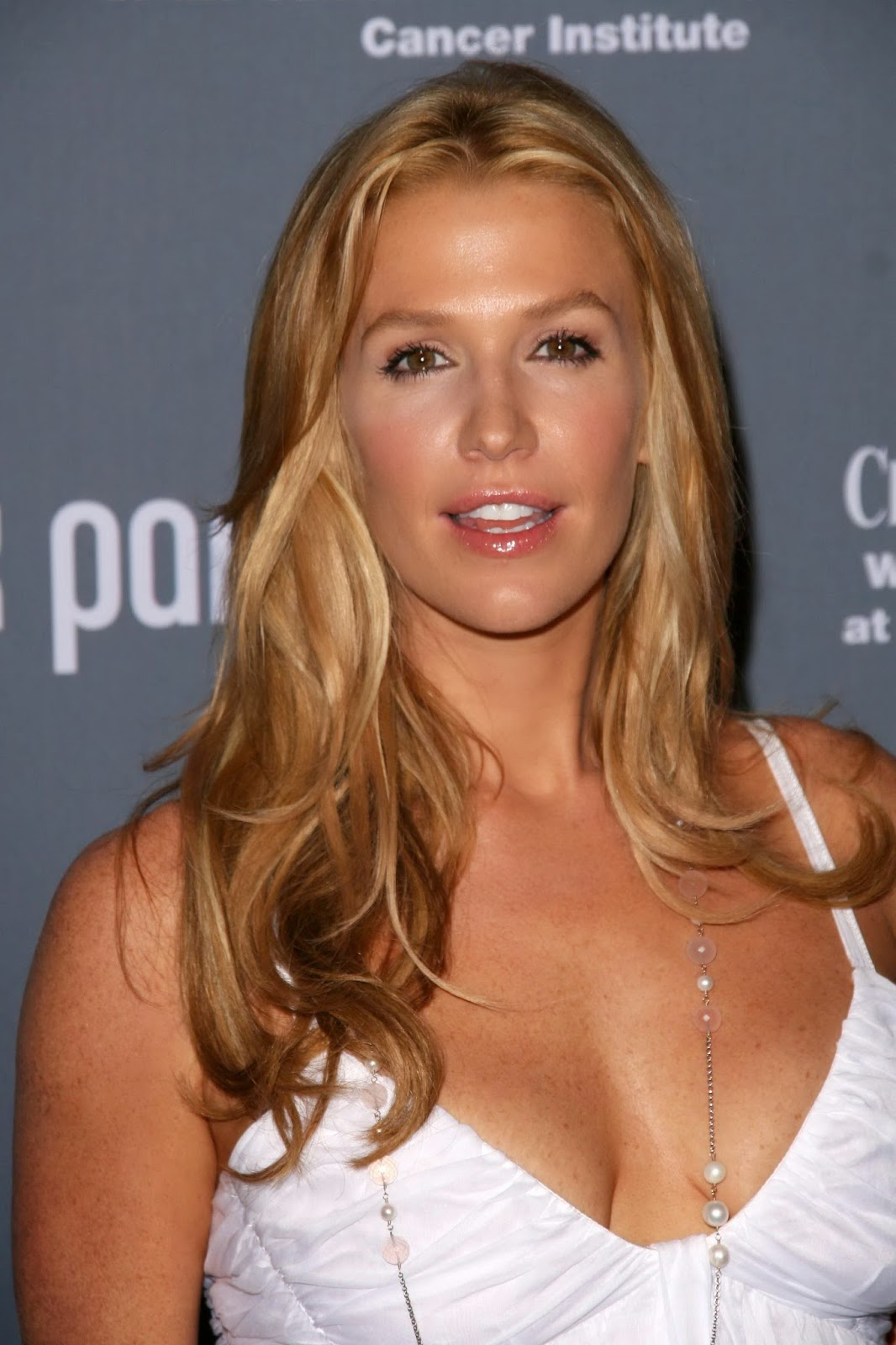Poppy Montgomery Measurements poppy montgomery height, weight, affairs ...