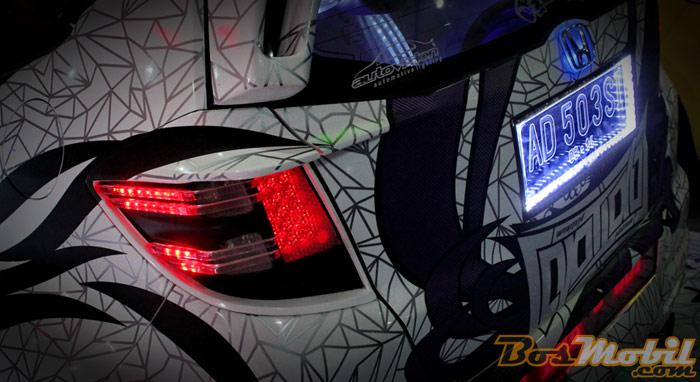 Jawara modifikasi lampu Honda Jazz asal kota Surabaya title=