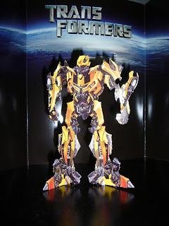 robot amarillo de transformers bumblebee