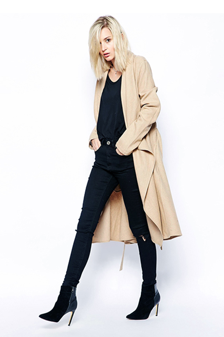 Style inspiration, bleached blond, trench coat, stiletto boots, monochromatic, all black