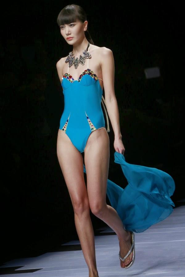 Foto Hot di Hosa Swimming Fashion Trend Show 2014 di Beijing China