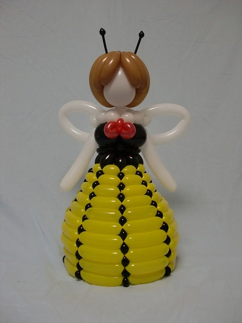 20-Lady-in-a-Dress-Masayoshi-Matsumoto-isopresso-3D-Balloon-Sculptures-Animals-Insects-and-Human-www-designstack-co