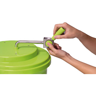 Uscator Salata ,pentru uscarea unor cantitati mari de fructe si legume dupa spalare, usor de folosit, cu sitem de drenare a apei ,maner rabatabil pentru o depozitare mai usoara ,cos interior extractabil