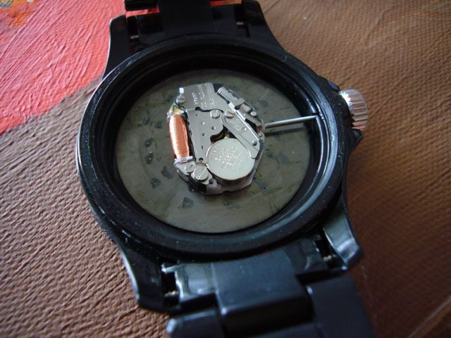 how to tell what battery your watch needs