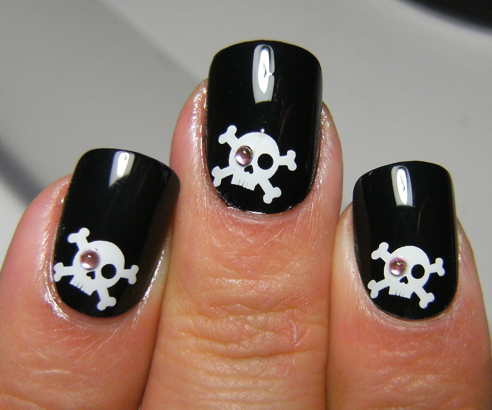 Deez Nailz Skull Crossbones Fingrs Nails