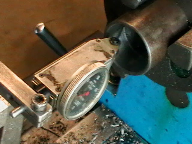 measuring thread relief groove with dial indicator
