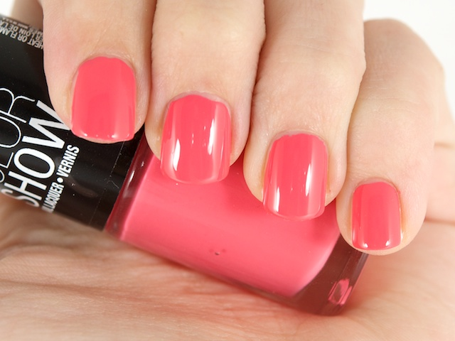 Fashion World ~: Esmaltes: Color Show by Maybelline.