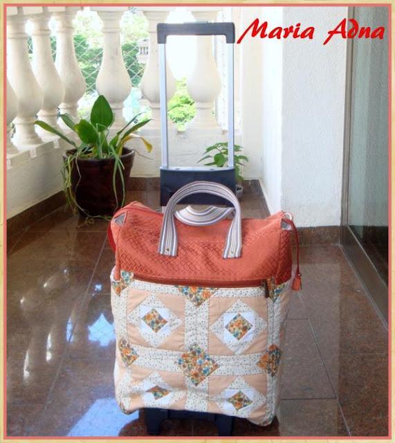 Carrinho com sacola em patchwork, patchwork, sacola patchwork, carrinho em patchwork, Maria Adna Ateliê
