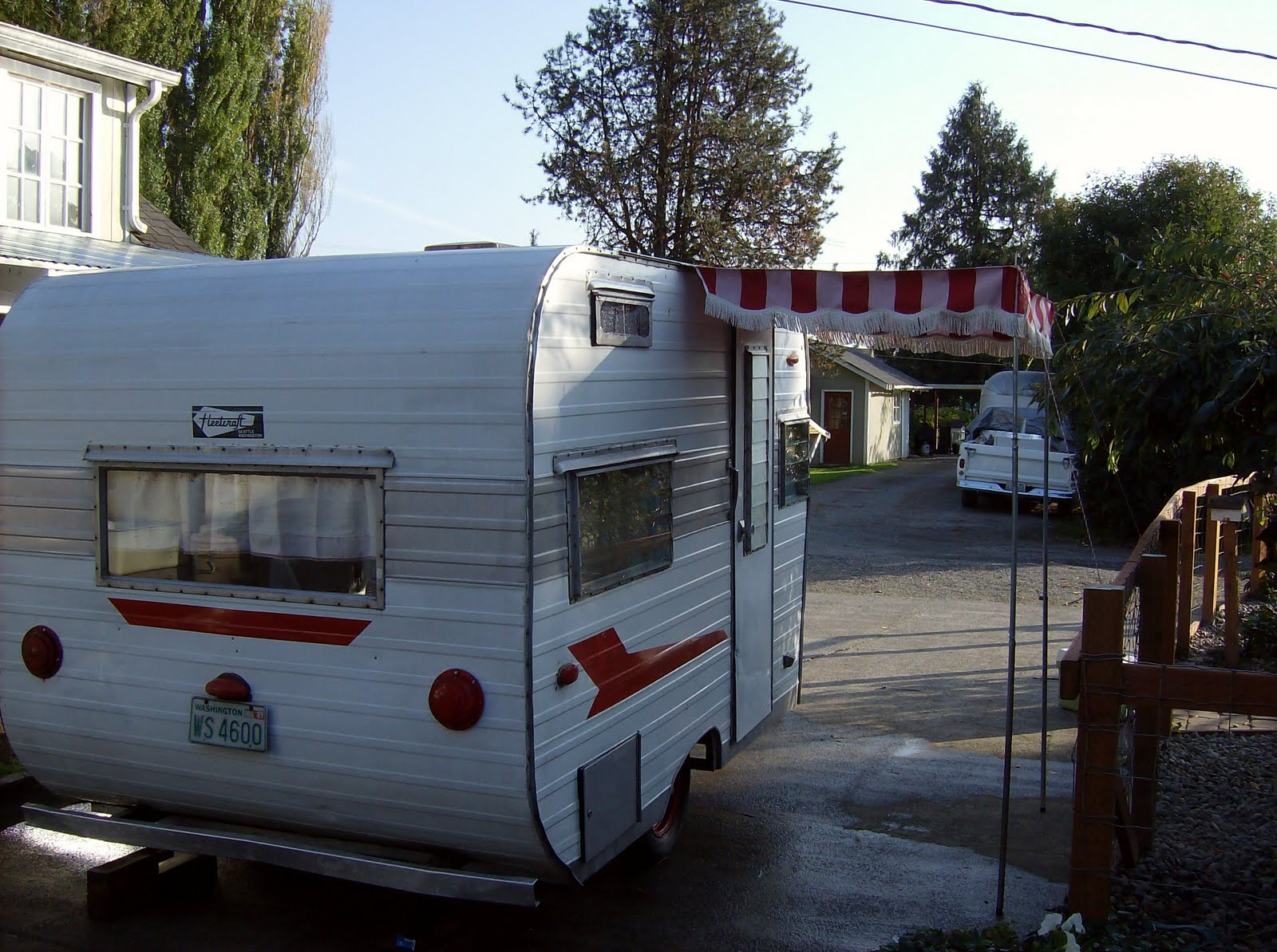 CUTE VINTAGE TRAILER FOR SALE