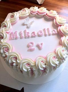 Prinsessan nimikoriste-kakku