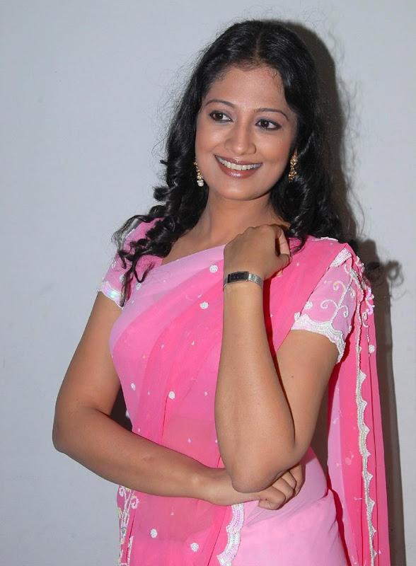 Tamil Desi Teen Actress Anika Hot Looking Sari Stills cleavage