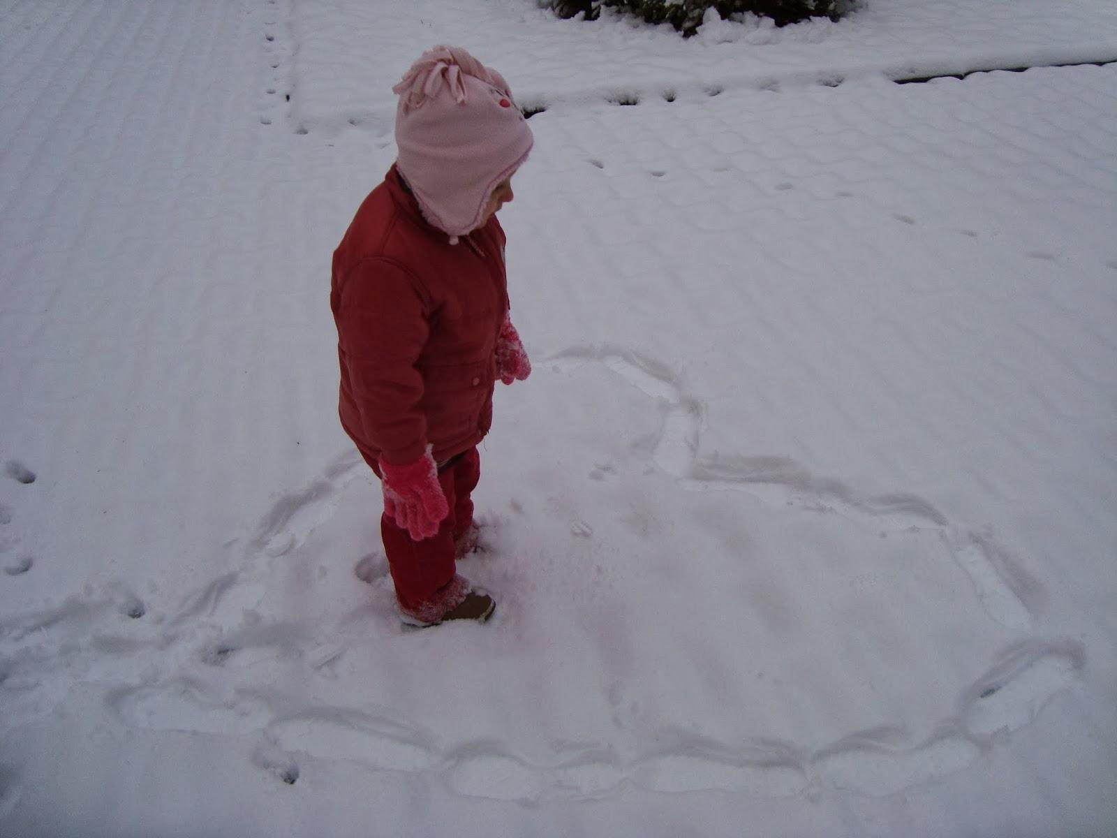 pierwszy śnieg, radość dziecka, yllla-cowgowiepiszczy.blogspot.com