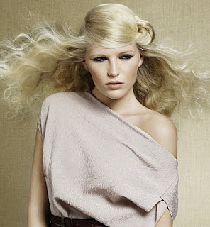 Moderne stilvolle wellige Frisuren 2012/2013