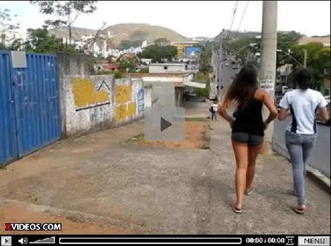 Flagra De Uma Novinha Safadinha Andando Pela Rua Se Shortinho