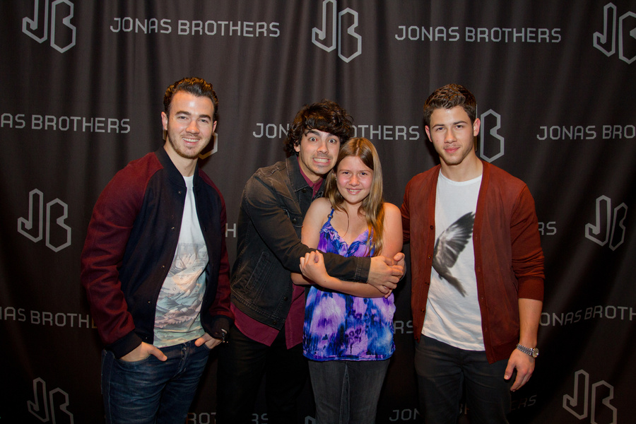 jonas brothers meet and greet picture