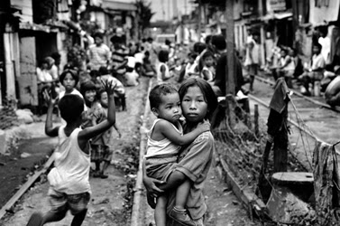 poor children of manila playing in street