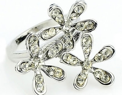 http://www.lucluc.com/accessories/rings/lucluc-silver-diamond-flower-hollow-ring.html?lucblogger1244