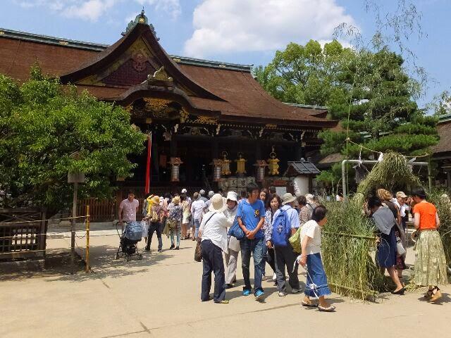 25日天満宮は32、8℃もあったが大勢の水無月夏越祓の参拝者の人たちだった。で