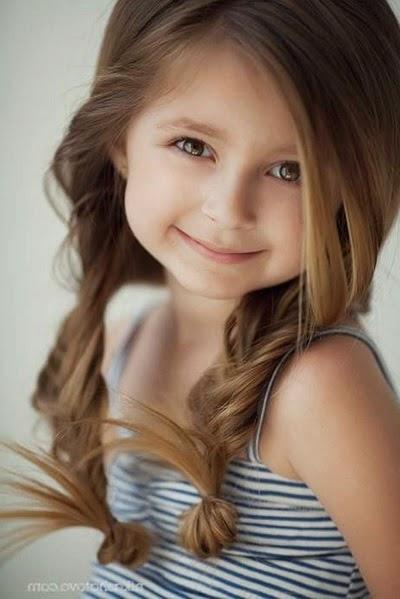 Image de petite fille  élégante
