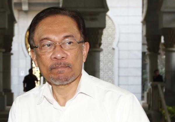 Anwar tiba di mahkamah beri keterangan kes saman terhadap menteri luar