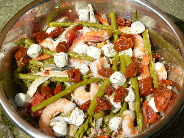 Salade haricots verts, thon, crevettes, anchois