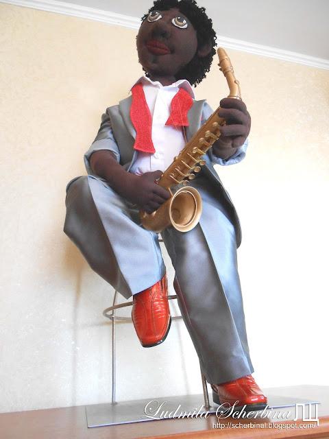интерьерная текстильная кукла негр саксофонист