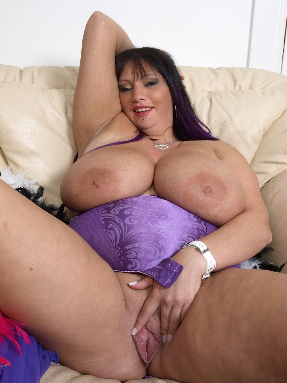 beautiful naked big titty women