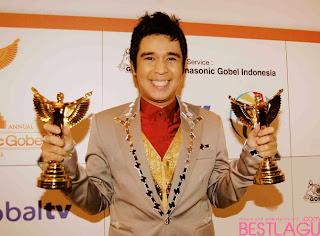 http://gosip-artist-terbaru.blogspot.com/2013/11/kumpulan-foto-olga-saputra-terbaru.html