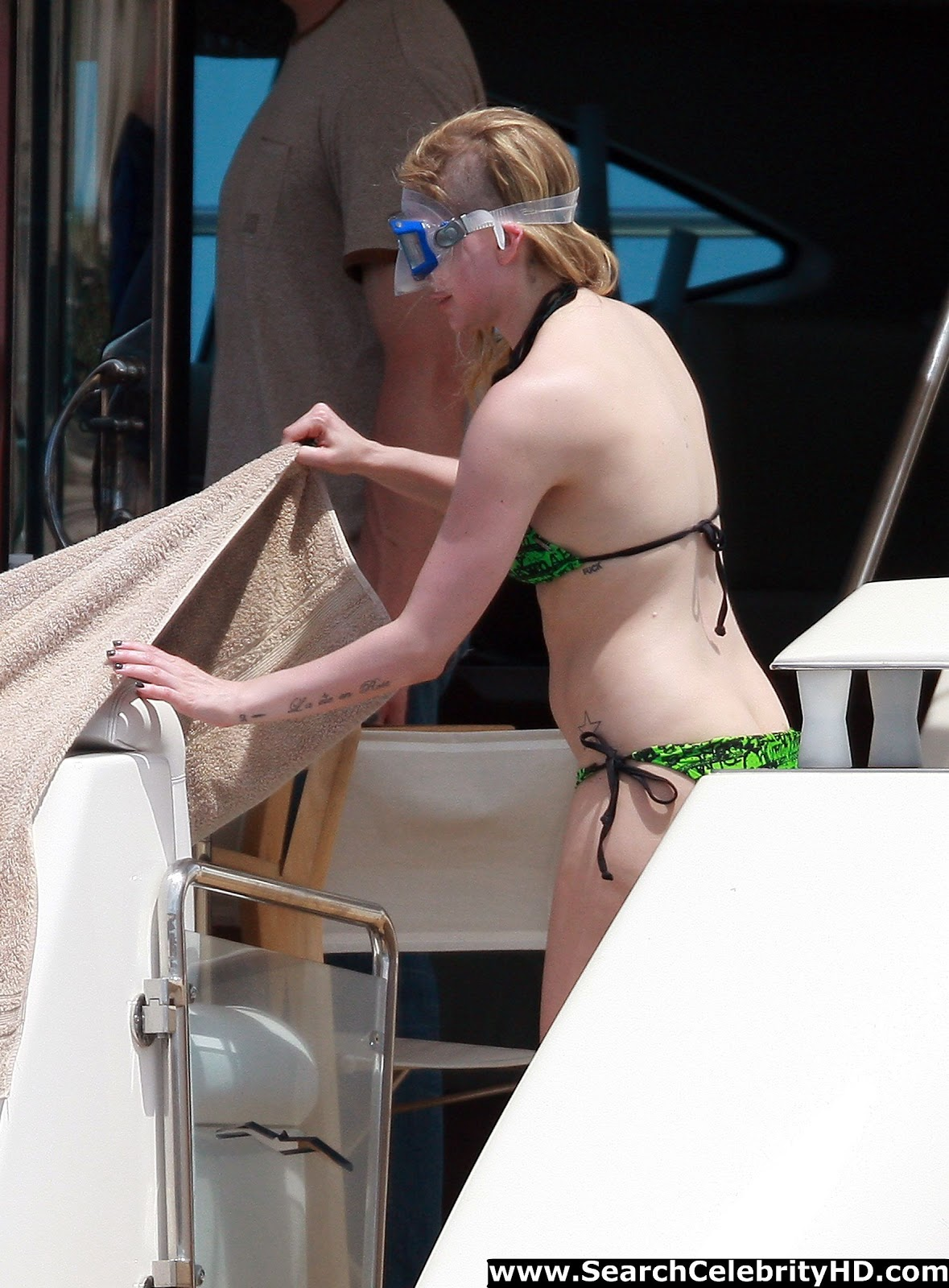 Avril in bikini