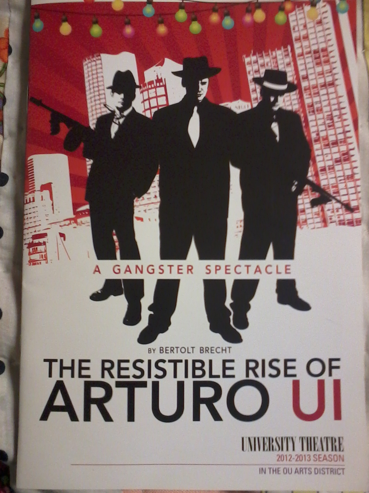 using brechts technique in the play the resistible rise of arturo ui
