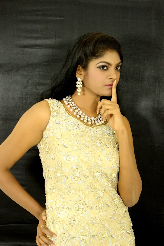 Twinkle Gupta Latest Spicy Stills
