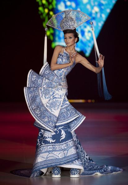 Guo pei 39 s haute couture for Haute couture designers names