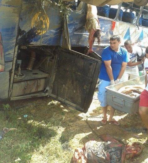 18 Muertos en Tragico Choque de Autobus