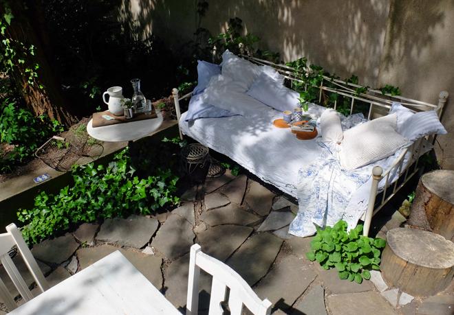 minza will sommer kannenschwank flocks am gartenbett. Black Bedroom Furniture Sets. Home Design Ideas