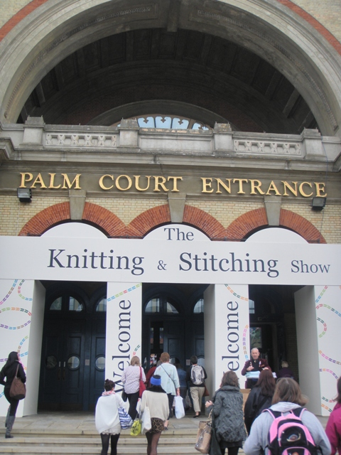 Knitting And Stitching Show Alexandra Palace 2017 : STITCHES OF LIFE: Terveiset Lontoosta! / Greetings from London!