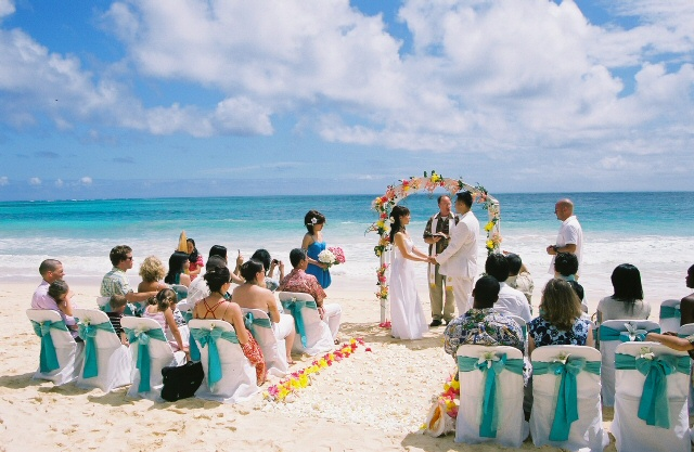 efa27592e422 One of the unique selling points of a beach wedding is that you don t have  to much thoughtful about your wedding attire. In fact